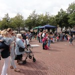 49_Zondag_Bezoekers_Markt