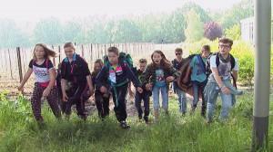 groep 8 van BS De Driehoek en meester Robert in de film No Exit