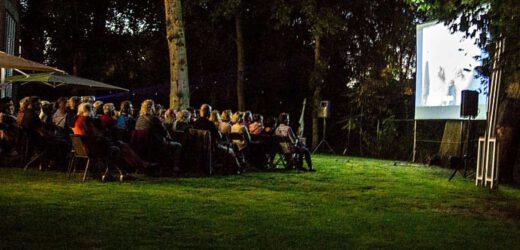 Zomeravond films in de tuin van de Wieger